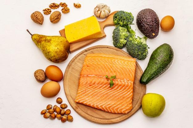 トレンディなケトン食療法製品セット Premium写真