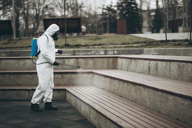 都市家具のクリーニングと消毒 Premium写真