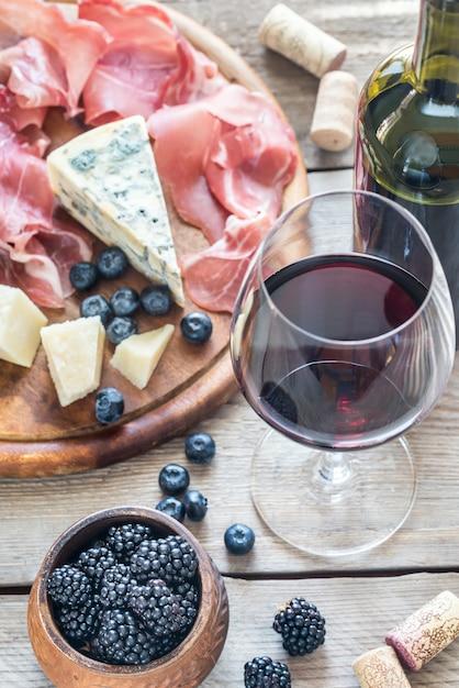 ベリーとワイン Premium写真