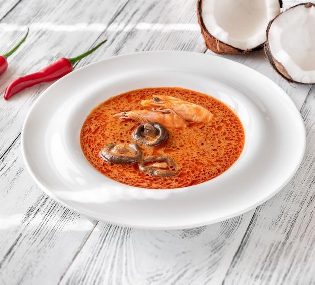 Порция супа том ям Premium Фотографии
