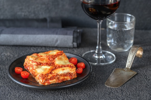 Блюдо из лазаньи Premium Фотографии