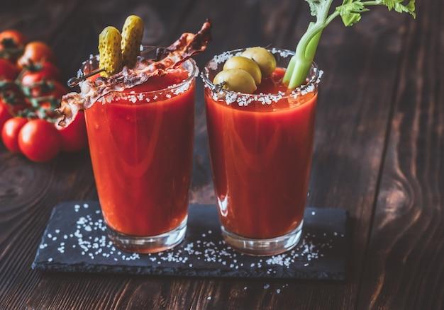 Два стакана кровавой мэри Premium Фотографии