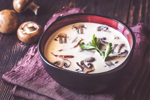 Тарелка тайского тома супа Premium Фотографии