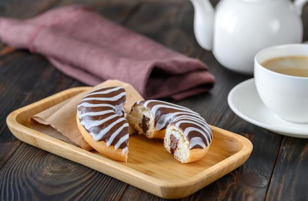 チョコレートドーナツ Premium写真