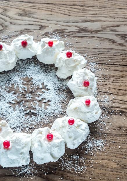 メレンゲのクリスマスリース Premium写真