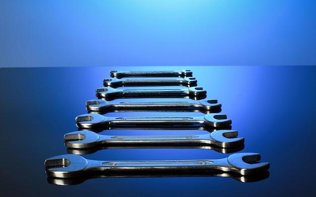 Набор гаечных ключей зеркальная поверхность. Premium Фотографии