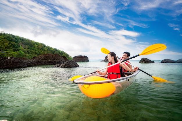 カム島のカヤック Premium写真