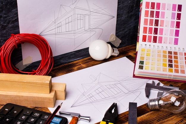Инструменты для рисования и работы дома Premium Фотографии