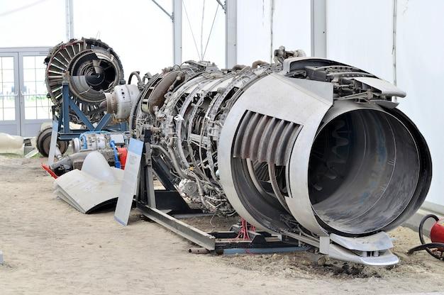 Разобранный реактивный самолет Premium Фотографии