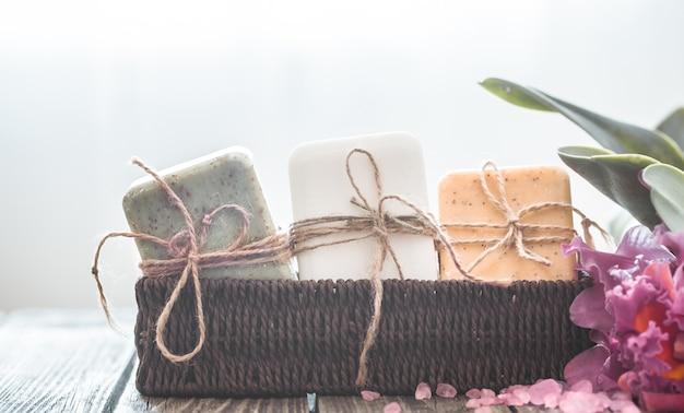 蘭とスパ石鹸組成 Premium写真