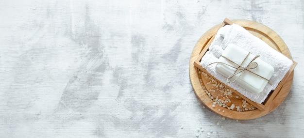 軽い壁に石鹸でスパ組成 無料写真
