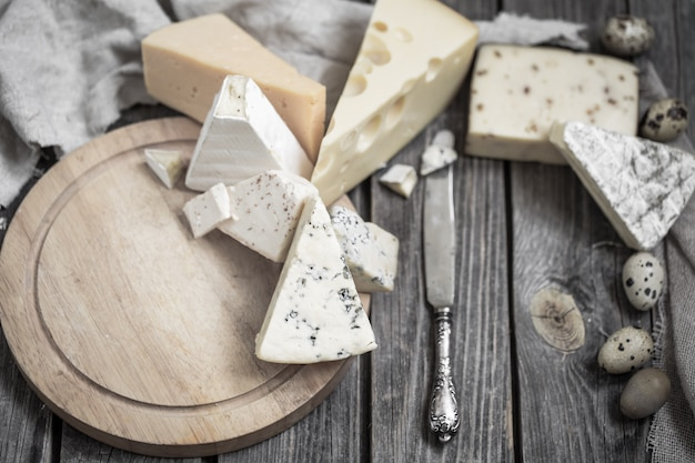 Аранжировка сыров для гурманов Бесплатные Фотографии