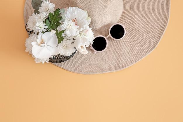 Летний стильный фон с летними аксессуарами. летняя концепция Бесплатные Фотографии