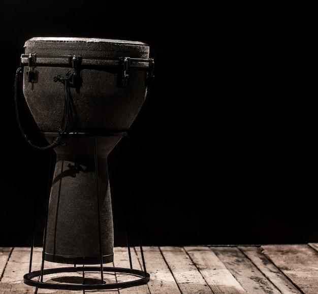 Музыкальный ударный инструмент барабан бонго Premium Фотографии