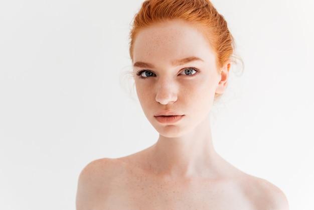 探している美容裸の生姜女性の肖像画を間近します。 無料写真