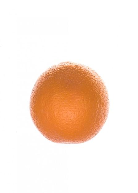 白で分離された新鮮なオレンジ色の果物 無料写真