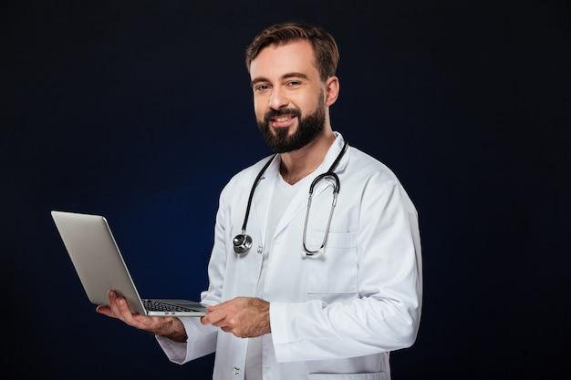 幸せな男性医師の肖像画 無料写真