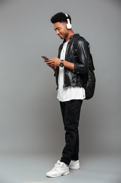 陽気な若いアフロアメリカ人 無料写真
