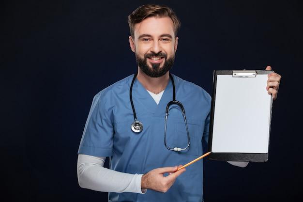 笑顔の男性医師の肖像画 無料写真