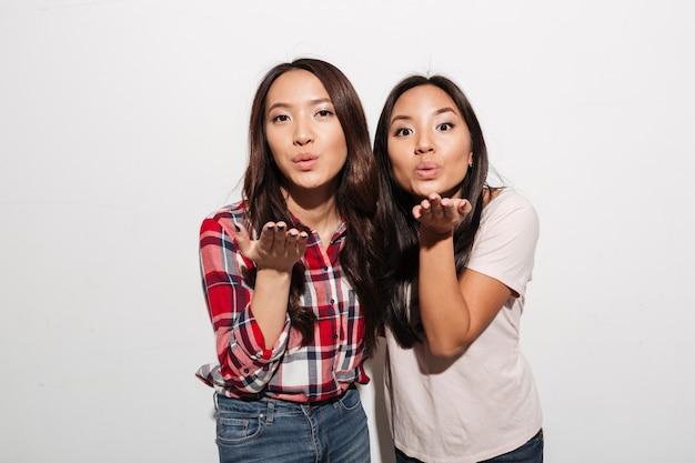 Две азиатские милые дамочки Бесплатные Фотографии