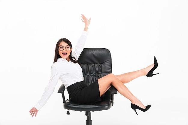 眼鏡で陽気なアジア女性実業家の肖像画 無料写真