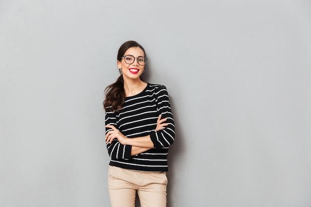 Портрет уверенной деловой женщины в очках Бесплатные Фотографии