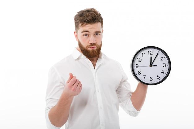 Усталый человек в деловой одежде, показывая время это деньги жест Бесплатные Фотографии