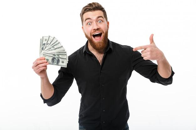 お金を保持しているシャツで満足しているひげを生やしたビジネス男 無料写真
