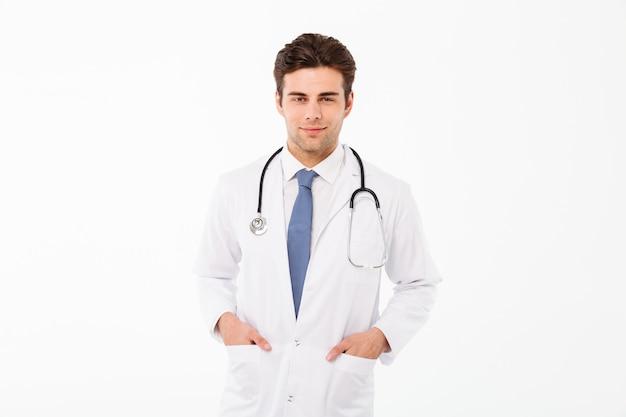 笑顔の魅力的な男性医師の男の肖像 無料写真
