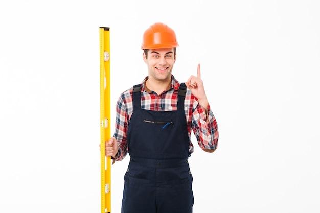 Портрет улыбающегося мужского бригадира, одетого в форму Бесплатные Фотографии