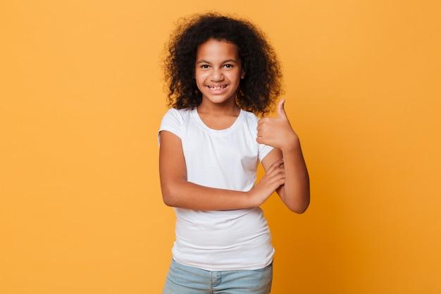 幸せな小さなアフリカの女の子の肖像画 無料写真