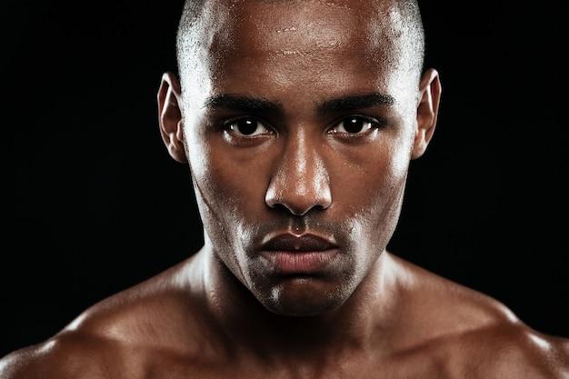 若いアフロアメリカン疲れたアスリートのクローズアップ写真 無料写真