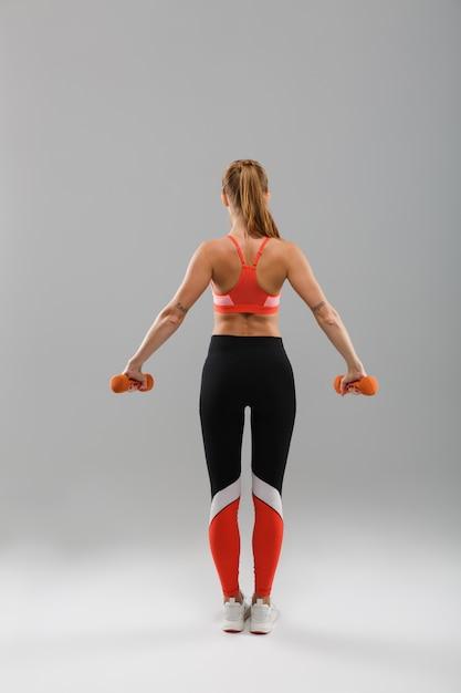 若い健康なスポーツ少女の背面図の肖像画 無料写真