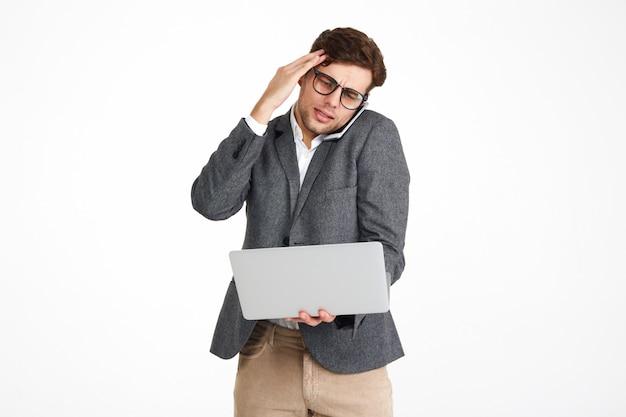 Портрет озадаченного бизнесмена в очках Бесплатные Фотографии