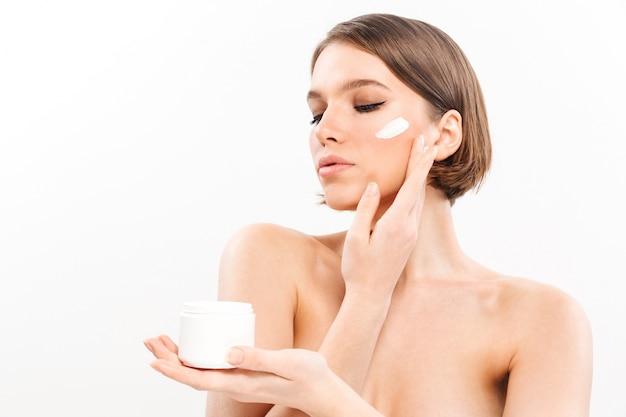 健康的な半分裸の女性の美しさの肖像画 無料写真