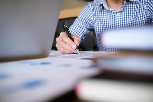 Картинки по запросу ученик пишет  картинка