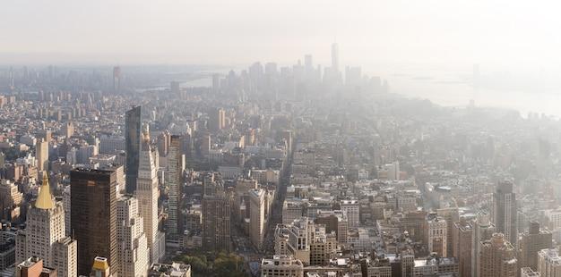 マンハッタンミッドタウンとダウンタウンビュー Premium写真