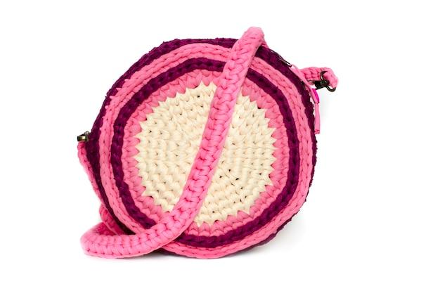 分離された手作りのピンクのバッグ Premium写真