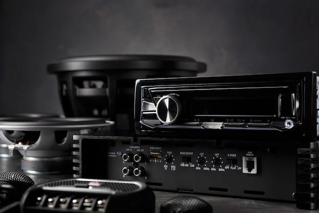 Автозвук, автомобильная акустика, сабвуфер и аксессуары для тюнинга. Premium Фотографии