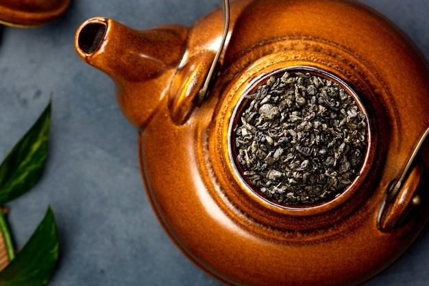Азиатская еда. чай на столе. Premium Фотографии