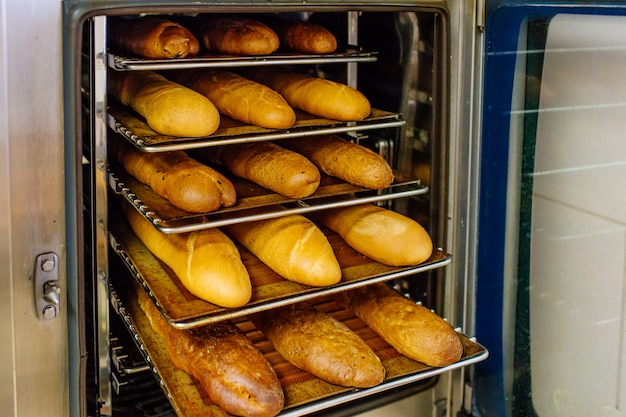 オーブンで焼いたパン Premium写真