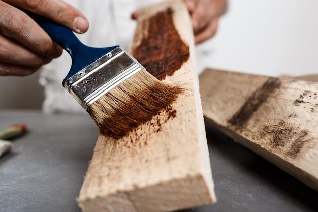 Закройте вверх по фото красить древесину в коричневом цвете. Бесплатные Фотографии