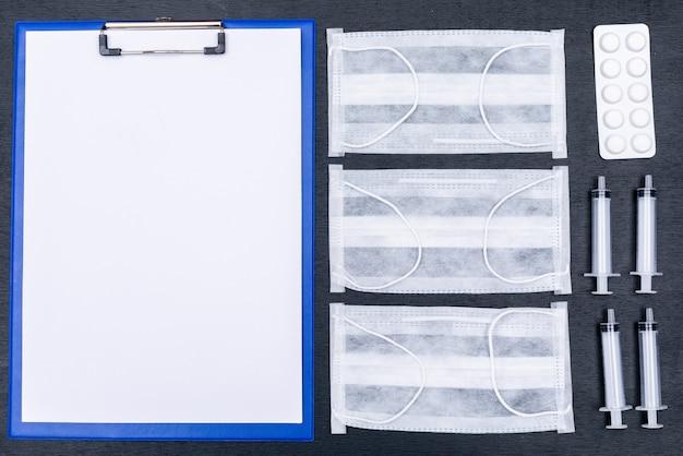 医療報告書、マスク、針、錠剤用のペーパーホルダー 無料写真