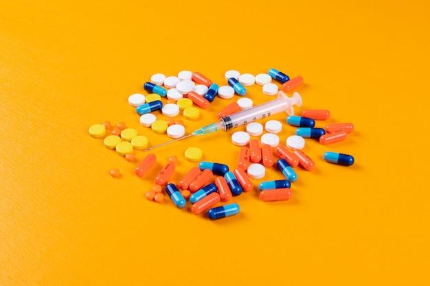 Красочные таблетки и иглы Бесплатные Фотографии