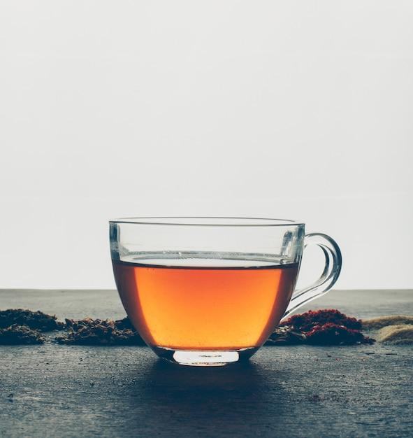Чай с сушеными травами. вид сбоку. Бесплатные Фотографии