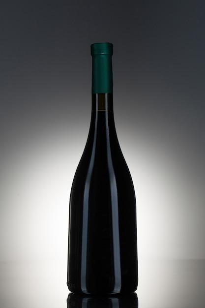Темный алкоголь в стеклянной бутылке Бесплатные Фотографии