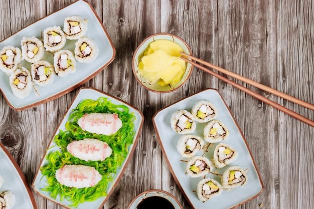パーティーの日本料理のアメリカンフットボールゲームケータリングフード Premium写真