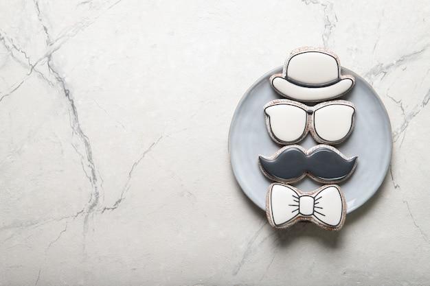 Счастливый день отца концепции. тарелка с печеньем. место для текста Premium Фотографии
