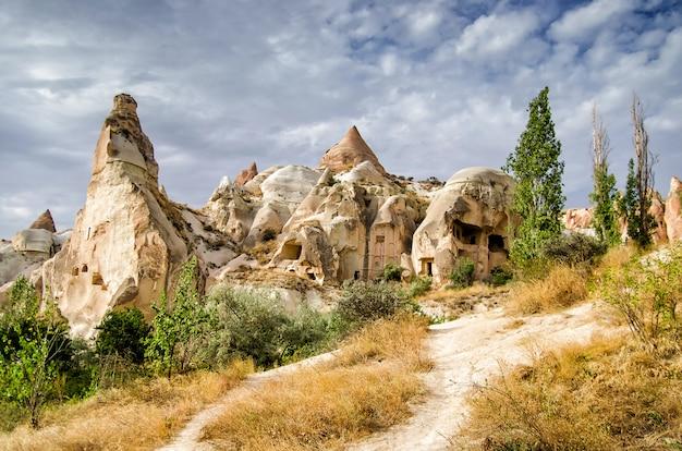 ギョレメ、カッパドキア、トルコの近くの古代の洞窟タウン Premium写真