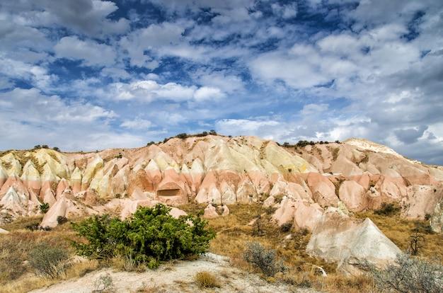 ローズバレーギョレメカッパドキアトルコの夏 Premium写真